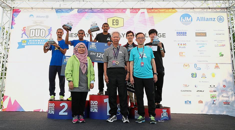 (Front row, from left) IJM toll division chief operations officer Wan Salwani Wan Yusoff, IJM chairman Tan Sri Abdul Halim Ali and Soam with the winners of the 13km Men's Open category.