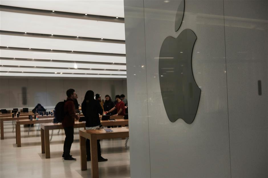 NEW YORK, NEW YORK - JANUARY 03: An Apple Store stands in lower Manhattan on January 03, 2019 in New York City. As a decline in Apple product sales in China continues to depress global markets, the Dow Jones Industrial average fell over 200 points in morning trading.   Spencer Platt/Getty Images/AFP == FOR NEWSPAPERS, INTERNET, TELCOS & TELEVISION USE ONLY ==
