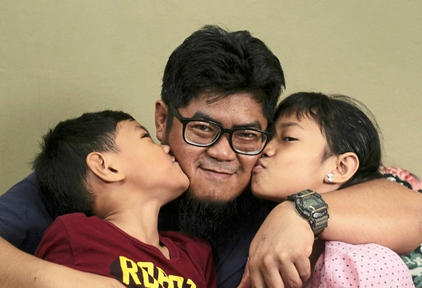 Fatherly love: Mohd Ainullqamar spending quality time with children, Miftahul Jannah (right) and Ahmad Muaz.