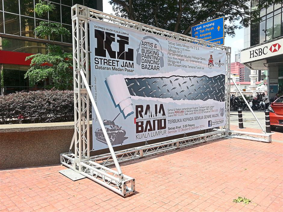 Upon receiving the complaint from Vijaya, DBKL secured the billboard to the ground.