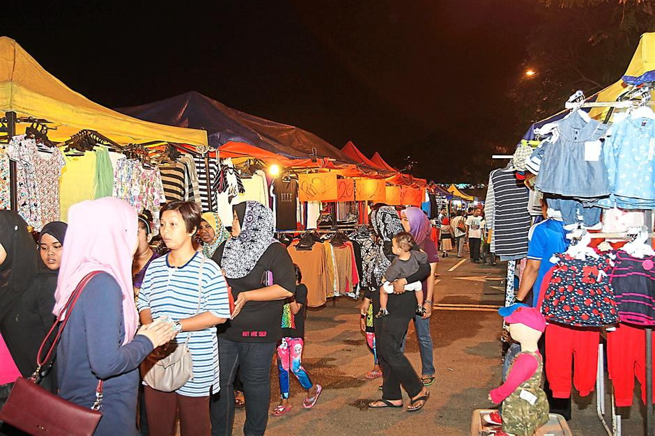 Late-night shopping: The Danau Kota Uptown night bazaar in Setapak is considered one of the main attractions for city-goers to do a spot of late-night shopping.