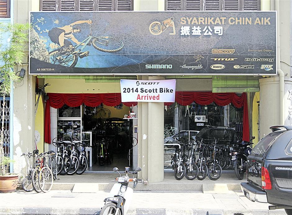 Brief caption: Chin Aik bicycle shop in Carnavon Street. (Charles Mariasoosay - 14/02/2014)