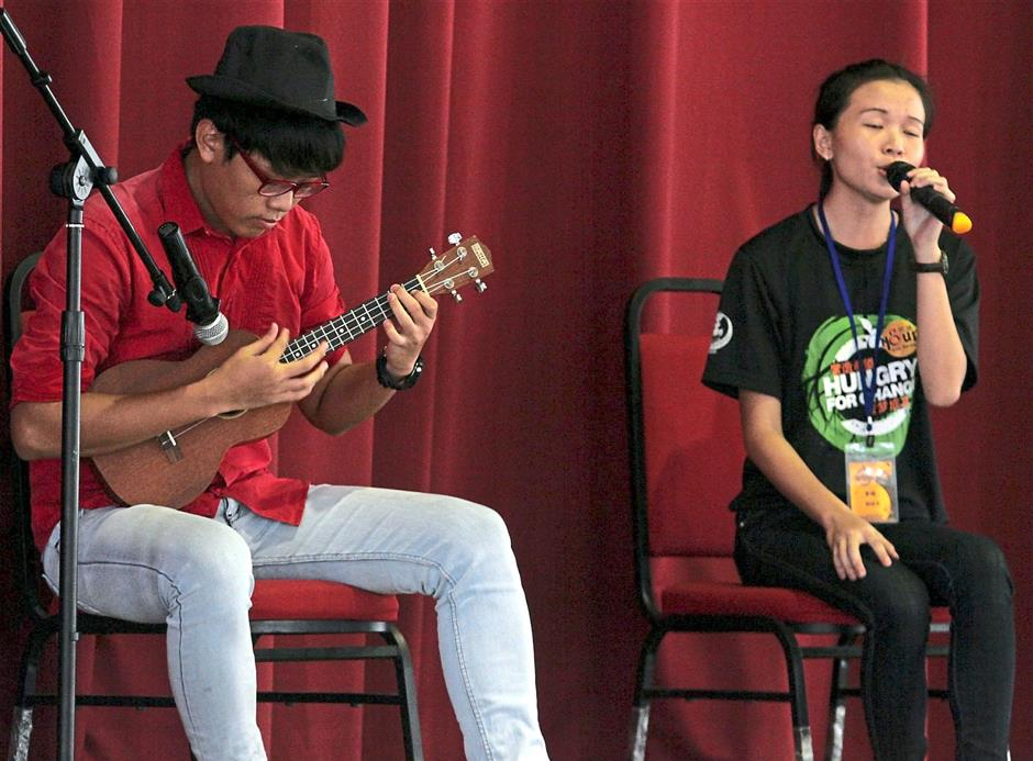 Volunteers from World Vision Malaysia performing an acoustic rendition of popular Cantonese song 'Hei Foon Nei' by Gem Tang.