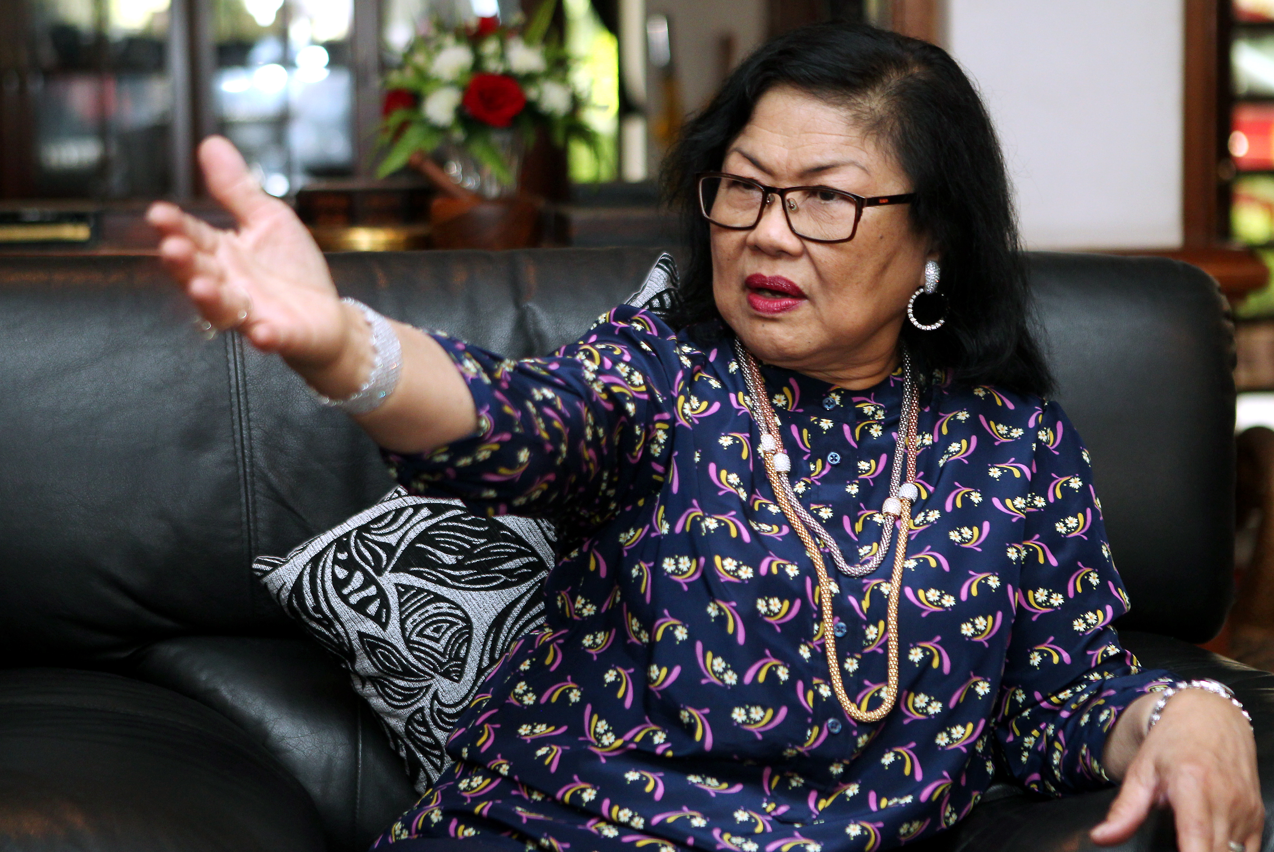 Rafidah Aziz: Focus on serving public, not on their personal attire | The  Star