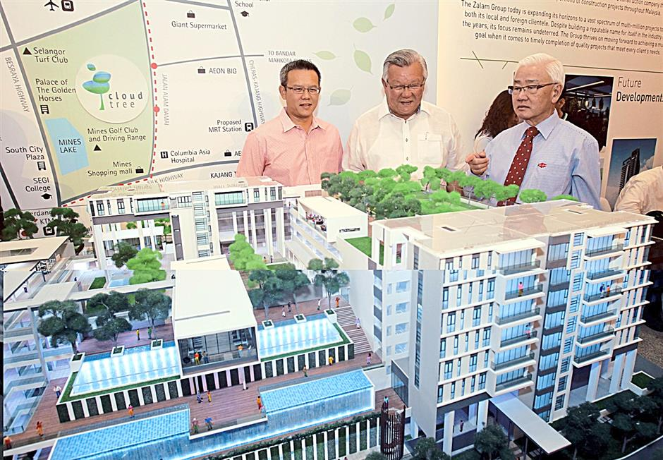 Zalam Corporation Sdn Bhd chairman, Tan Sri Datuk Wong See Wah ((right) explaining the features of the development during the official launch of Cloudtree Residence in Kuala Lumpur recently.
