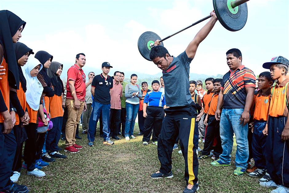 Strong man: A weightlifter showing the correct techniques to residents.