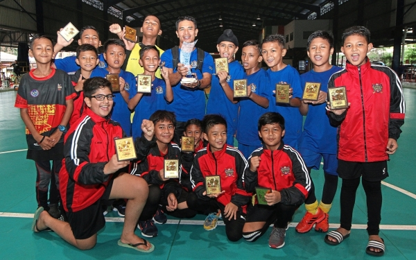 The talented Zenith Schools comprising players from Ultimate Hockey Club took the title after beating Ultimate Black. — Photos: MUHAMAD SHAHRIL ROSLI/The Star