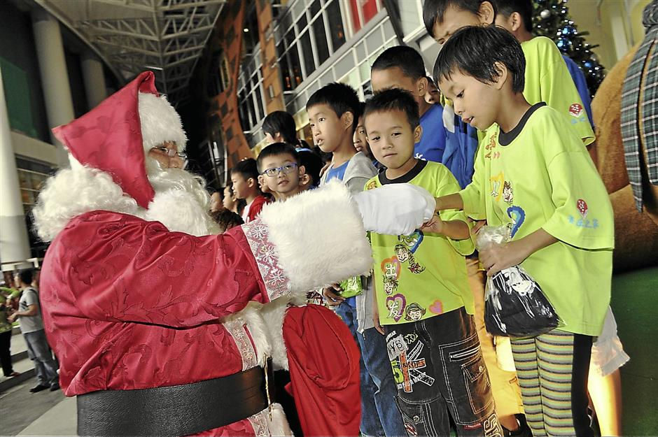 c6478d02f458 Santas for hire | The Star Online