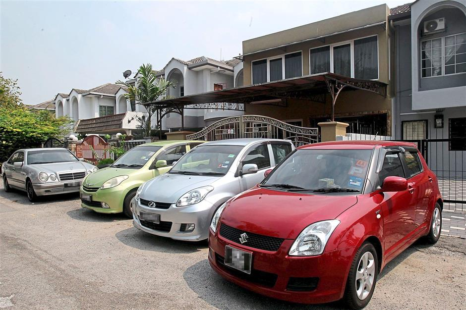 Cars parked haphazardly on the road, making it hard for residents to manoeuvre through the narrow road in the PJS 9 neighbourhood. Residents claim these cars belong to friends of tenants living in the student hostel, who park there and walk to their university.