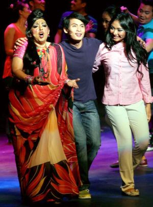 Dimple (Shantini Venugopal), Ilham (Anding Indrawani) and Maya (Nadiah Aqilah) getting together in a scene from Chow Kit Road! Chow Kit Road! the musical.