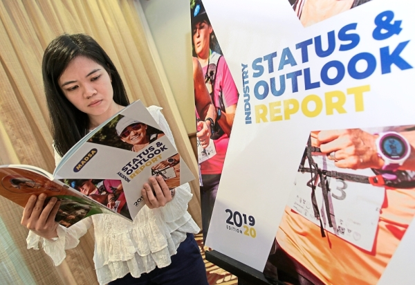 Proof is  in the facts:  A visitor at the launch of the Malaysian Dietary Supplements Report  2019-2020 taking a closer look at the findings  by Madsa.