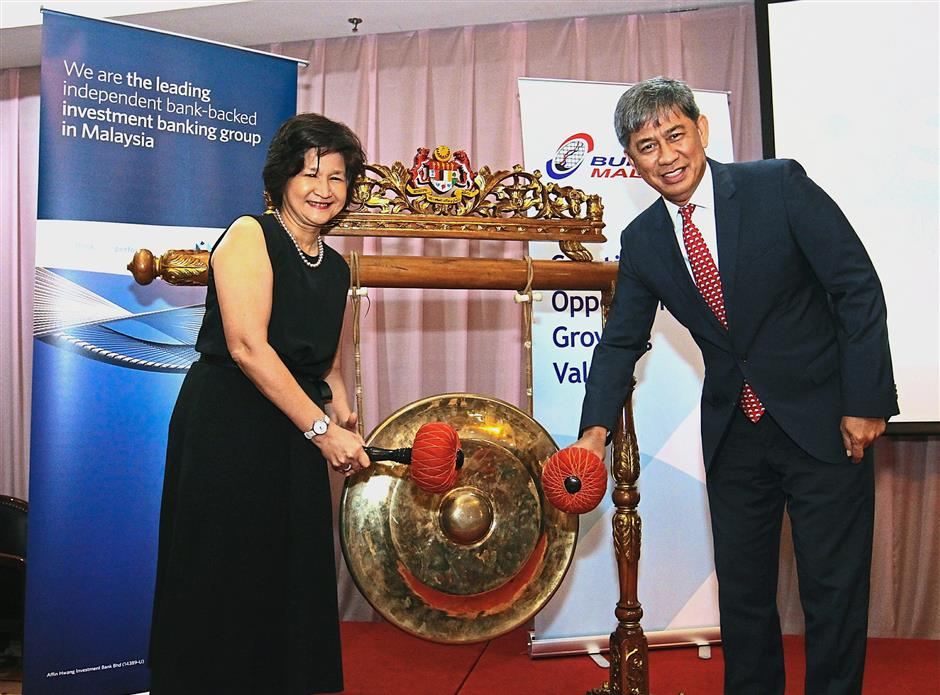 Latest offering: Maimoonah and Tajuddin hitting the gong to mark the launch of Affin Hwang IBu2019s securities borrowing and lending facility for retail investors.