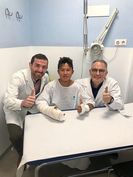 Khairul (centre) after an operation in Barcelona conducted by Dr Sergi Barrera (left) and Dr Xavier Mir.
