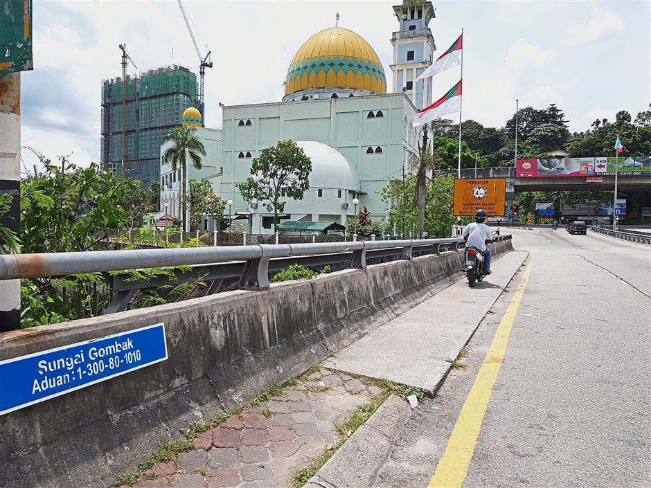 Popular landmark Masjid Al-Syariff at Kampung Simpang 3, next to the Sungai Gombak, as visitors enter Gombak parliamentary area.