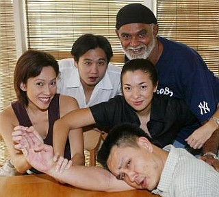 Manglish mania: Malaysian English is certainly not deemed u2018incorrectu2019 in the sitcom Kopitiam. Rather, itu2019s celebrated! Some of the old and new cast here are (from left): Bernie Chan, Douglas Lim, Mano Maniam, Joanna Bessey and Chew Kin Wah.