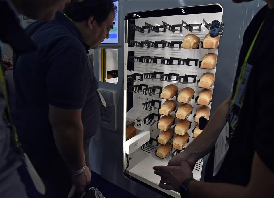 LAS VEGAS, NEVADA - JANUARY 06: Attendees look at the Wilkinson Baking Company automated bread machine during a press event for CES 2019 at the Mandalay Bay Convention Center on January 6, 2019 in Las Vegas, Nevada. CES, the world\'s largest annual consumer technology trade show, runs from January 8-11 and features about 4,500 exhibitors showing off their latest products and services to more than 180,000 attendees.   David Becker/Getty Images/AFP (Photo by David Becker/Getty Images) == FOR NEWSPAPERS, INTERNET, TELCOS & TELEVISION USE ONLY ==