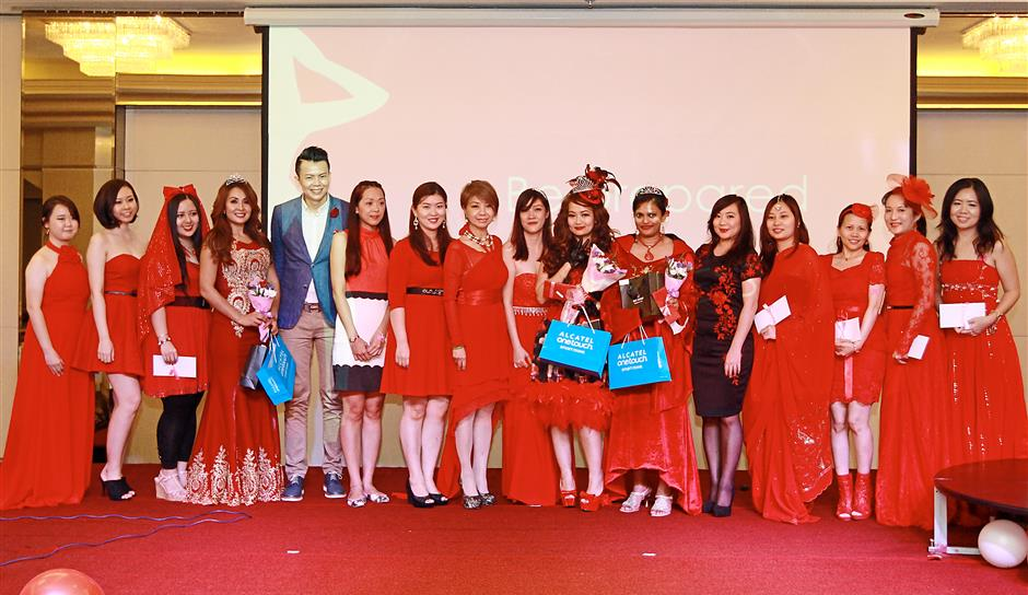 Winners and finalists of the Red Queen contest posing with prize sponsors, School of Charisma co-founder Steve Wee (fifth from left) the invited 'bachelor' for the night, A Cut Above Group of Salons founder and chief creative director Datin Winnie Loo (eighth from left) and WEVents founder Jeanisha Wan (ninth from left).