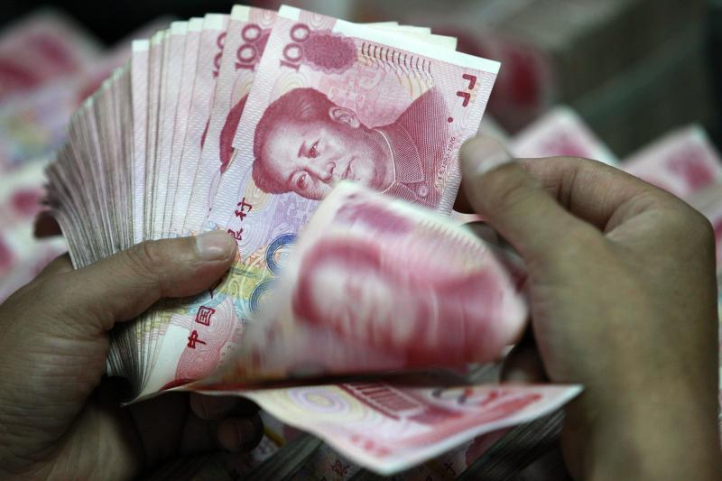 Foreign exchange traders have abandoned their original forecasts of a 3% appreciation in the Chinese currency against the US dollar, but they still expect the yuan to end 2014 up a net 1%, around 6.0 per dollar - AFP Photo.