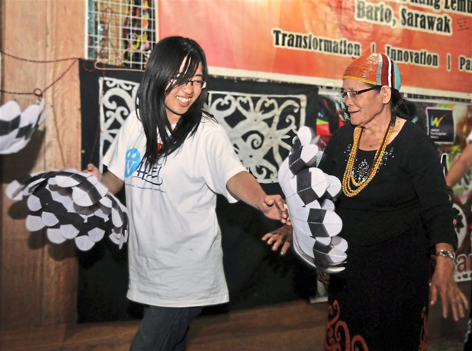 She's got the moves: Felice Wong learning the traditional Kelabit dance from tepuq Pun Ulo.