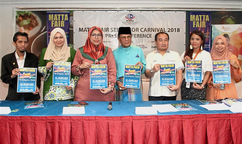 (From left) Intermedia Network founder and chief executive officer Datuk Azlie Halim, Norafizah, Noorul Ashikin, Syed Abdul Rahman, Tourism Malaysia Central Region deputy director Khairul Hilmi Abdul Manap, Firefly marketing and communication vice-president Izra Izzuddin and Noor Haslini at the second press conference on the MATTA Fair Selangor Carnival 2018.