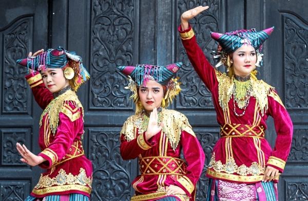 Escort girls in Padangpanjang