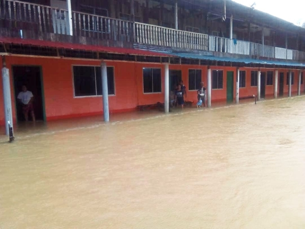 Floods hit Baram and Marudi district in northern Sarawak due to heavy rain. Photo courtesy of Bomba