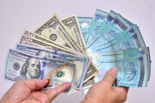 Ringgit Weakens Past 4 00 To Us Dollar Lowest Since 1998 The Star