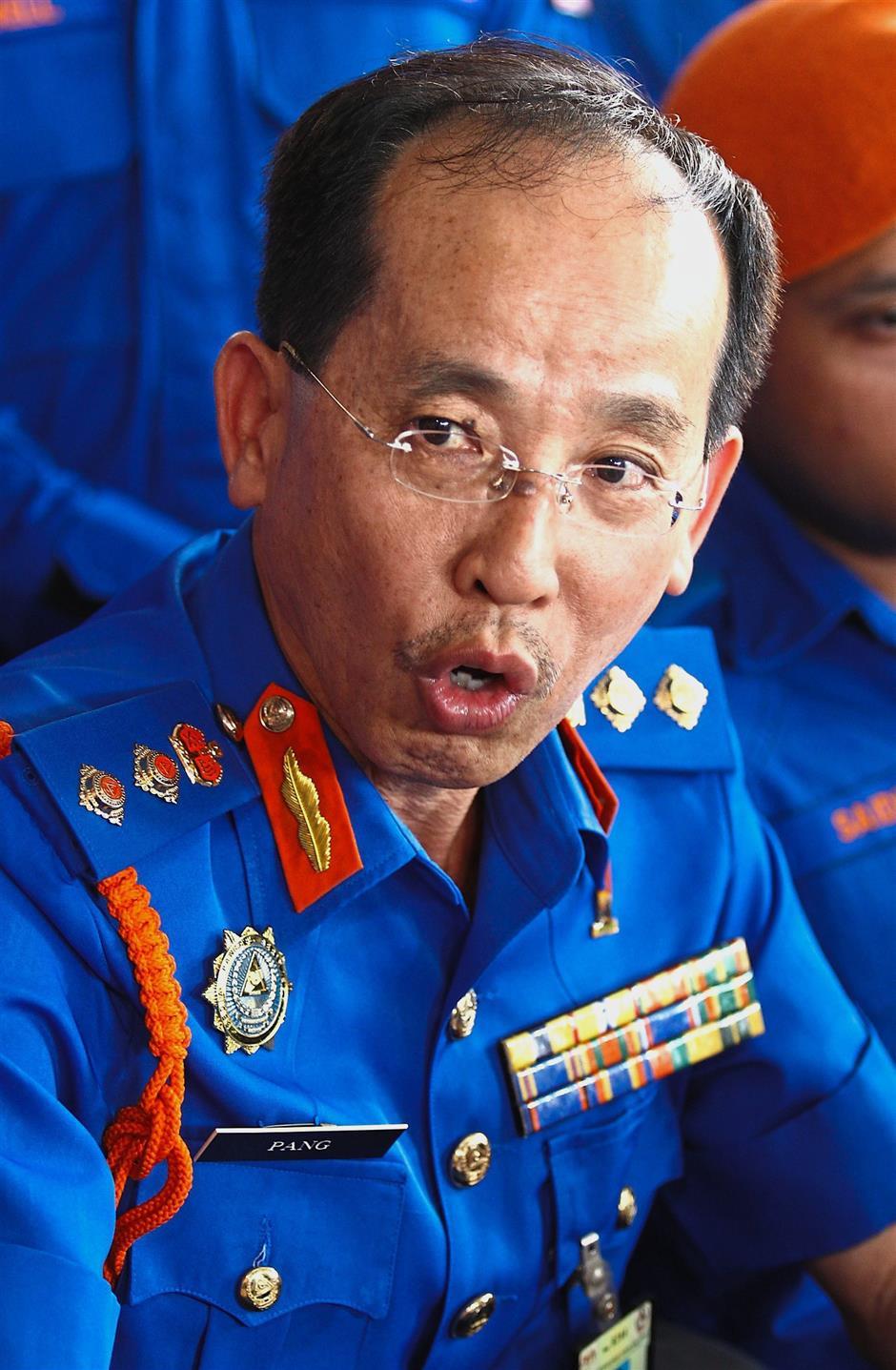 Penang Civil Defence Force director Kol (P.A.) Pang Ah Lek is bestowed the PKT award.