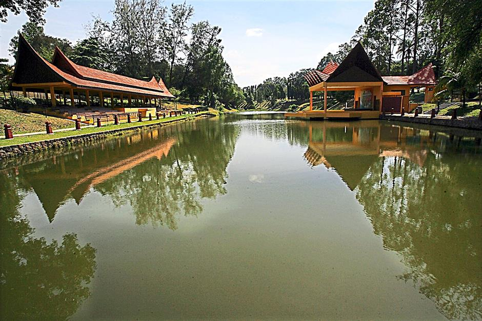 The buffalo horn-shaped structures in the tranquil Seremban Lake Gardens is one of the top draws here.