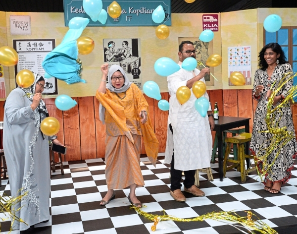 Noormah (second from left) and her team from Express Rail Link Sdn Bhd popping balloons to mark the launch of the bazaar. With her are (from left) human resource management and finance and revenue management vice-president Tun Noor Shahya Tun Abdul Razak, sales and business development management vice-president S. Kalithasan, and sales and business development management senior executive S. Prabhavati.