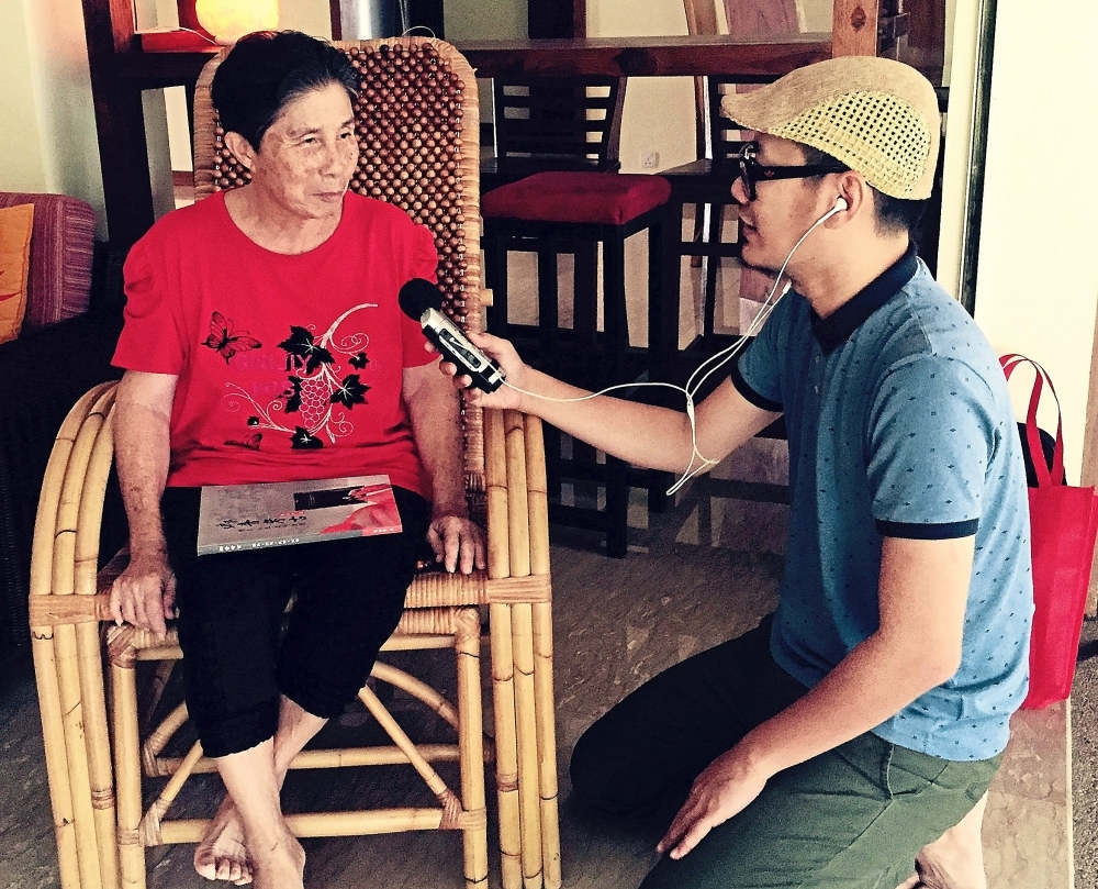 Chong has interviewed more than 300 old people across Malaysia to get soundbites of them speaking Chinese dialects.