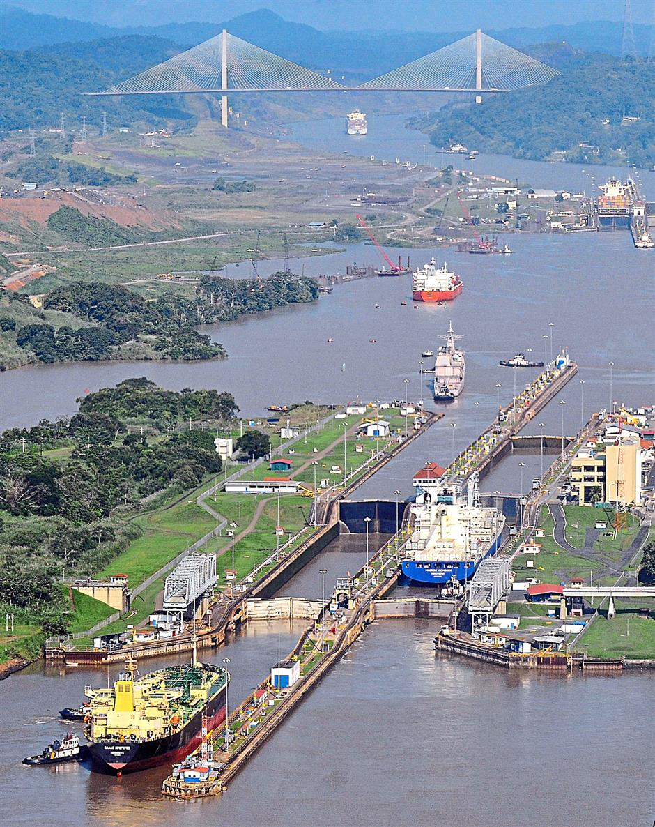 Saving species: The lock of Miraflores in the Panama Canal in Panama City, Panama. A wildlife rescue plan has been initiated to reduce the impact of the canal expansion on plants and animals. - EPA