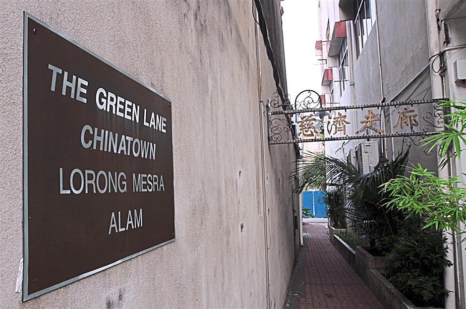 KUALA TERENGGANU JUNE 27 2014:  Kampung Cina the green lane (to go with metro talk of the town story)starpix by zabidi tusin/the star/kuala terengganu.