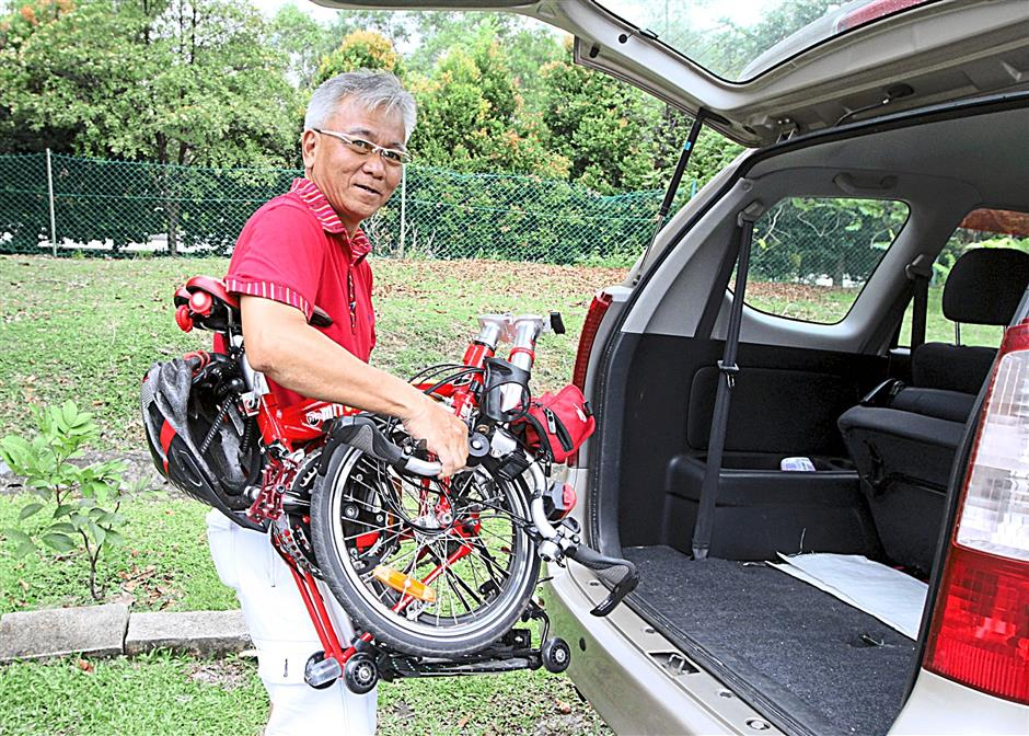 Rivern Yong says his MIT V8 bike folds the same way as a Brompton but is only half the price.