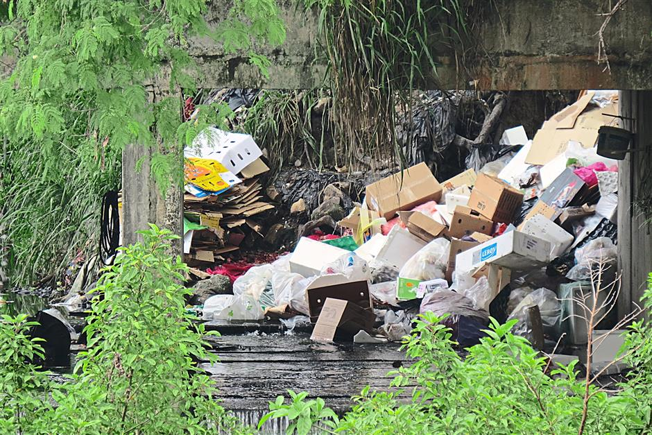 Items such as cardboard and polyester boxes thrown into the Sungai Kelang from the PJS3 Petaling Jaya side.
