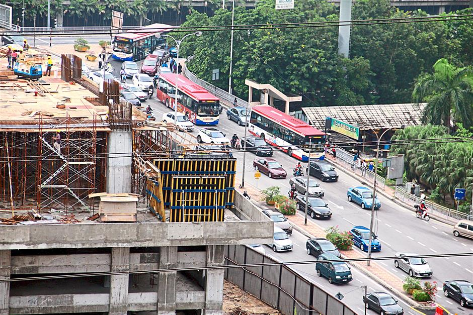 Besides locals, motorists coming from other parts of the city such as Klang, Kuala Lumpur, Subang Jaya and Shah Alam were mostly frustrated over the one-way system. Picture shows the one-way route at Jalan Utara