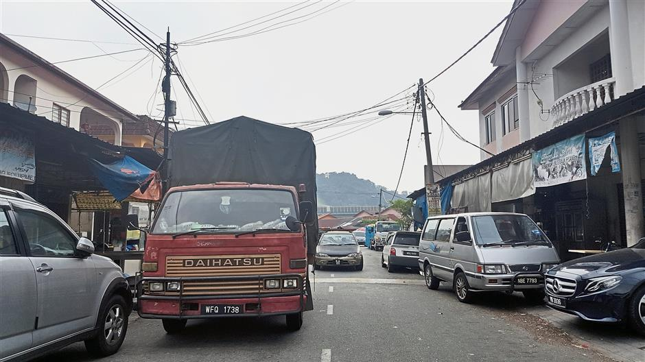 Traffic congestion in Kampung Baru Batu 11 Cheras has worsened during the campaign for the Balakong by-election.