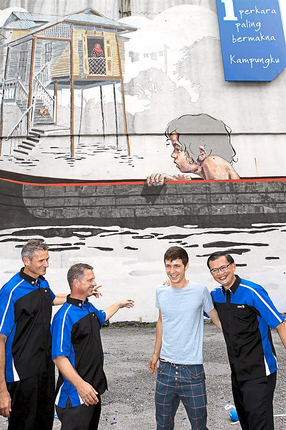 Zacharevic (third from left) with (from left) Allianz General Insurance Company (Malaysia) Berhad chief executive officer Jens Reisch, Allianz General chief sales officer Horst Habbig, and Allianz General chief executive officer Zakri Khir n front of the mural.
