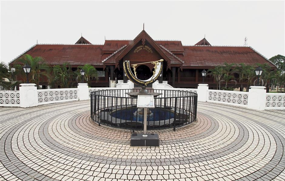 A fully functional sundial, used during ancient times to tell time, on display at the Pasir Salak Historical Complex in Kampung Gajah.