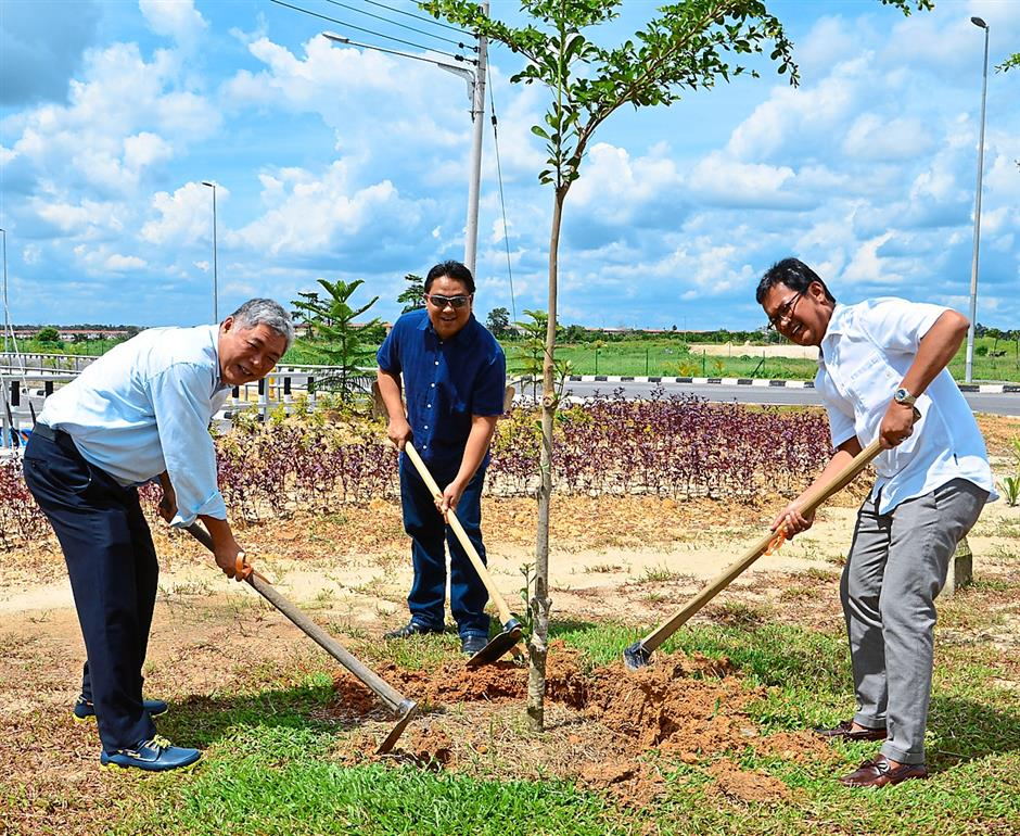 More green…Top guns from Amcorp Group (from right) Azlan, Shahman and Ben planting the first tree for the South Boulevard of Sibu Jaya