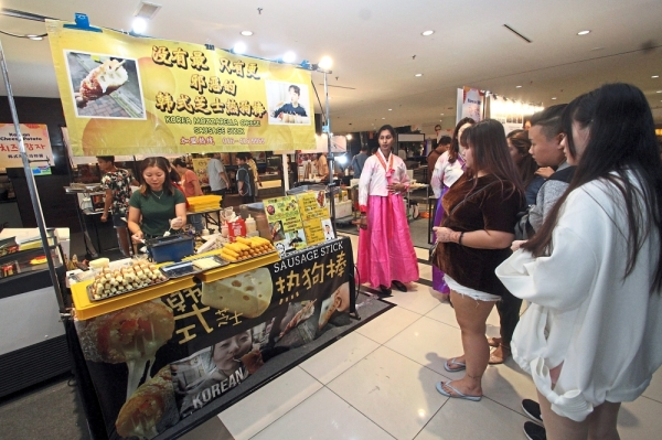 Shoppers lining up to get a taste of popular Korean street food during the mall's Korean carnival.