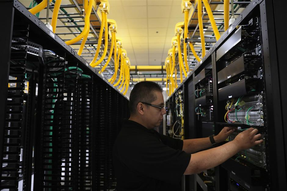 Rene Martinez, a data center tech operations technician, helps deliver connectivity for a customer on Tuesday, July 10, 2018 at the QTS data center, formerly the Sun-Times printing plant, at 2800 S. Ashland Ave. in Chicago, Ill. (Antonio Perez/ Chicago Tribune/TNS)