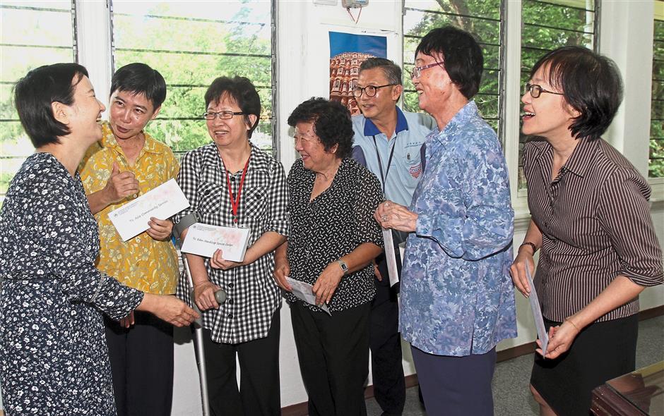 Sakura-Kai president Mayumi Terada (left) sharing a light moment after presenting the donations to the recipients.