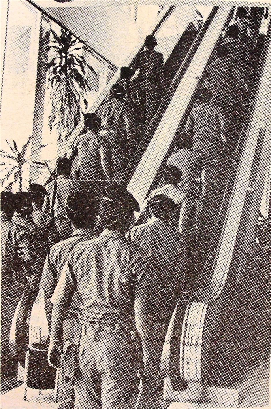 The Police Field Force heading up the AIA Building escalator on Aug 4, 1975 to take up positions after the Japanese Red Army seized the 9th floor. Note: Pix re-shoot from The Star