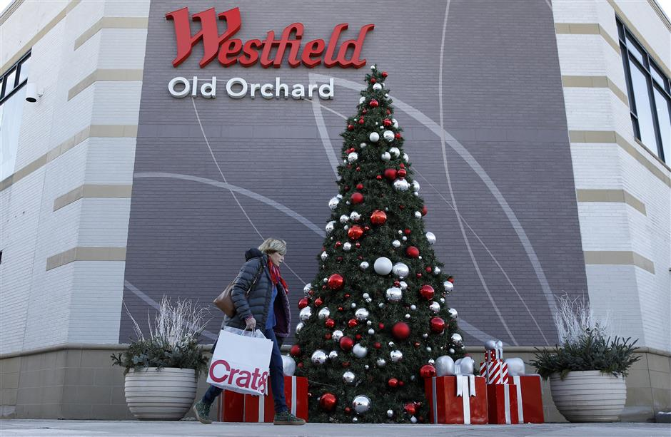 A shopper carries a Crate & Barrel bag while walking past the Westfield Mall Old Orchard in Skokie, Illinois, U.S., on Tuesday, Dec. 12, 2017. Unibail-Rodamco SE, Europe\'s largest commercial landlord, agreed to buy Australia\'s Westfield Corp. for about A$21 billion ($15.8 billion) in the biggest property acquisition since 2013 as declining store sales push mall operators worldwide to merge.  Photographer: Jim Young/Bloomberg