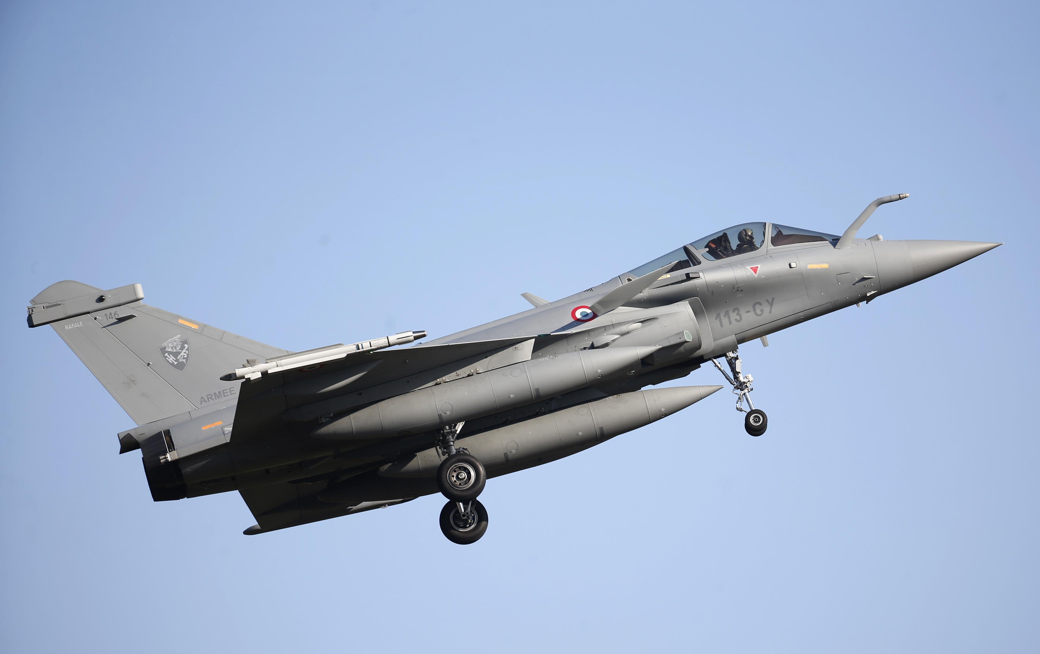 France and Qatar seal $7 billion Rafale fighter jet deal