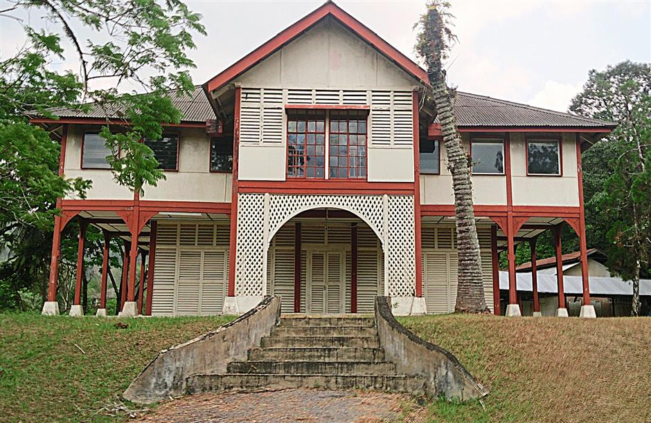 The old PCCL office stood abandoned on a hill in Sungai Lembing.