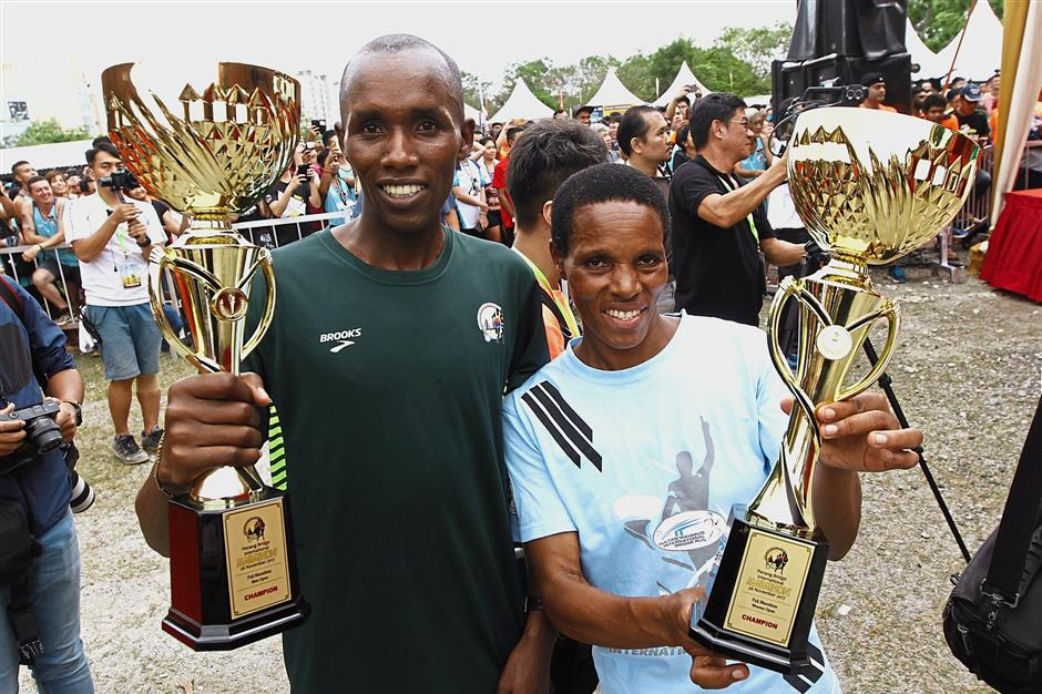 Njuguna (right) and Kiptanui proudly showing off their prizes after winning the Women's Open and Men's Open categories respectively.