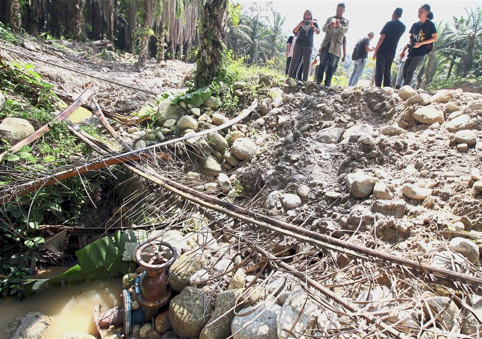 The water outlet near the mining operation is believed to be releasing murky water into Sungai Kepar.