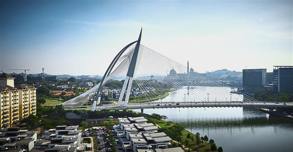 The Sri Wawasan Bridge holds the record for the single largest concrete pour in the development of Putrajaya.